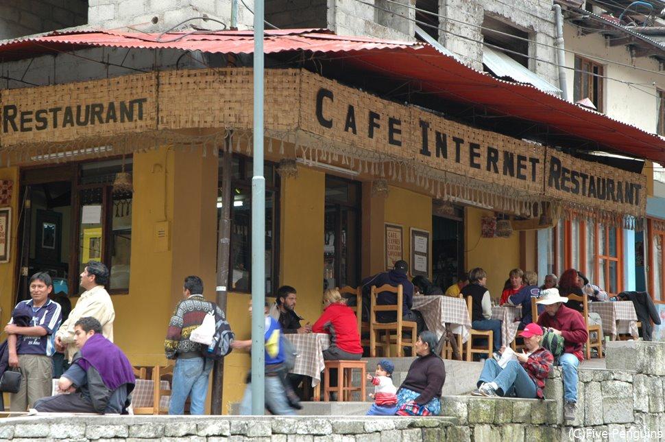 マチュピチュ村の駅前のカフェレストラン