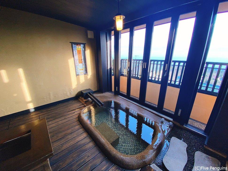 室内風呂も深くて広いので快適!