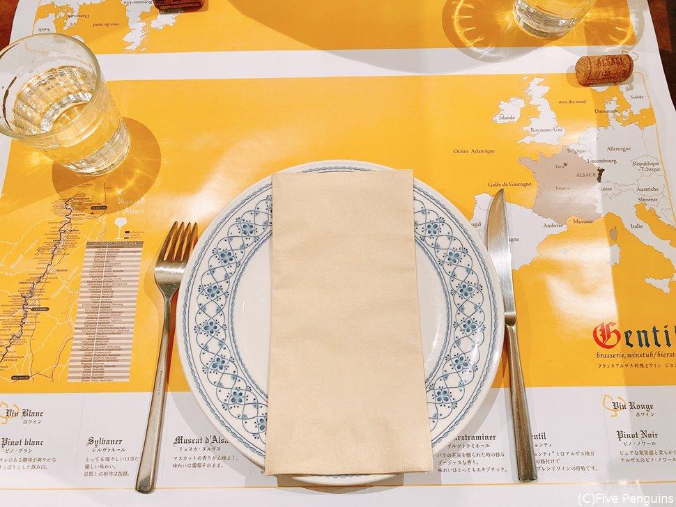 アルザスの地図も描いてある素敵なテーブルシート