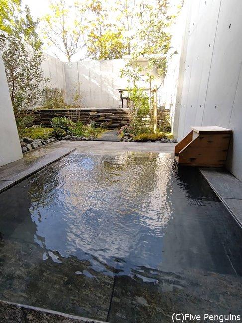 室内の専用露天風呂のお湯も最高