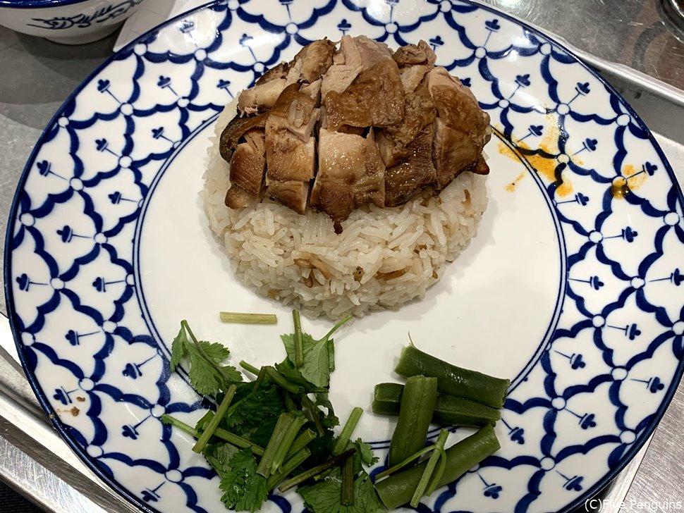 看板メニューのカオマンガイの醤油煮(鶏スープ付き)
