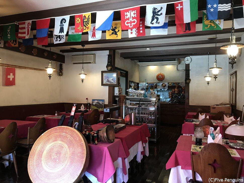 ル シャレースイスの山小屋のような可愛らしい店内