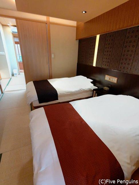 和洋室にはゆったり大きなベッドも