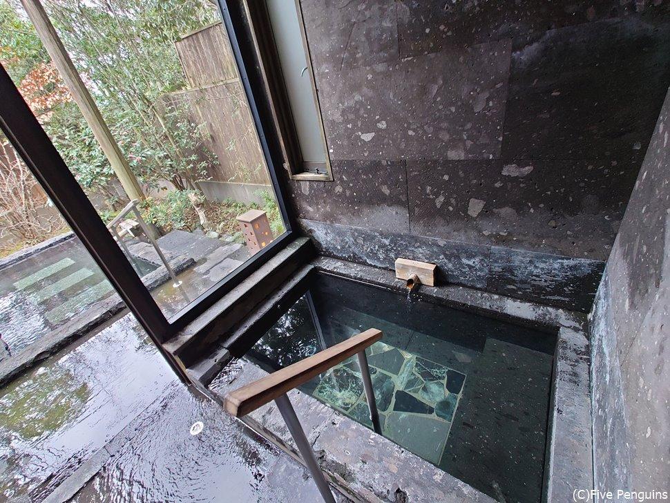 部屋の内風呂も露天風呂もかけ流しなのが素晴らしい