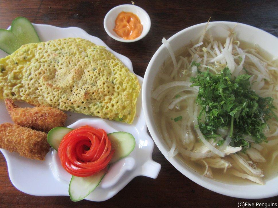 バインセオ、海老フライ、フォーのベトナム定番料理