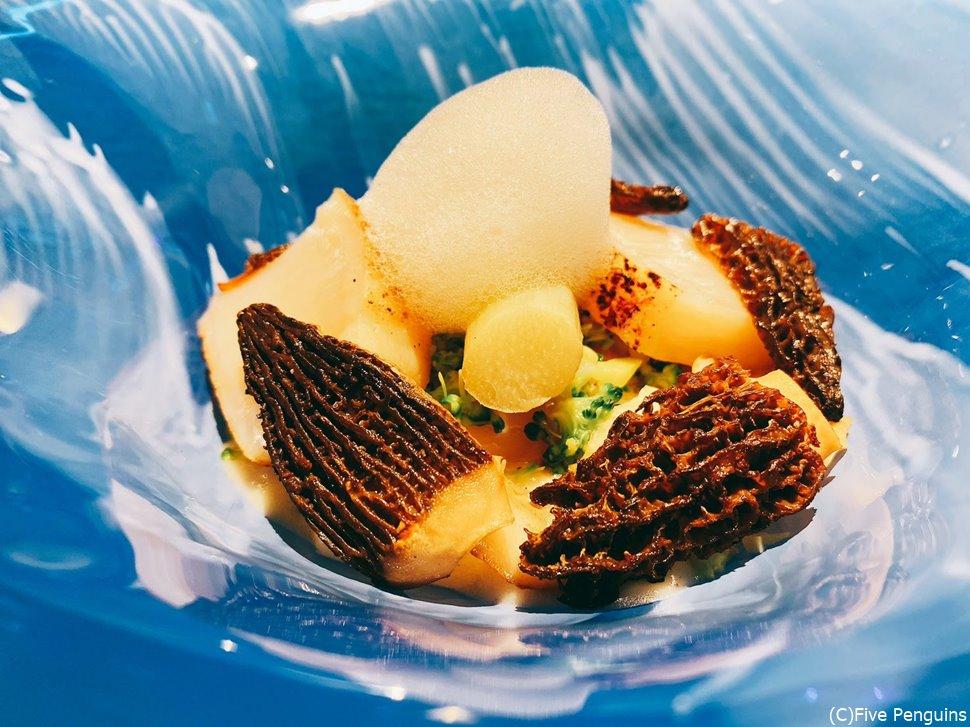 タイラギ貝とモリーユ茸の前菜。これが美味!!