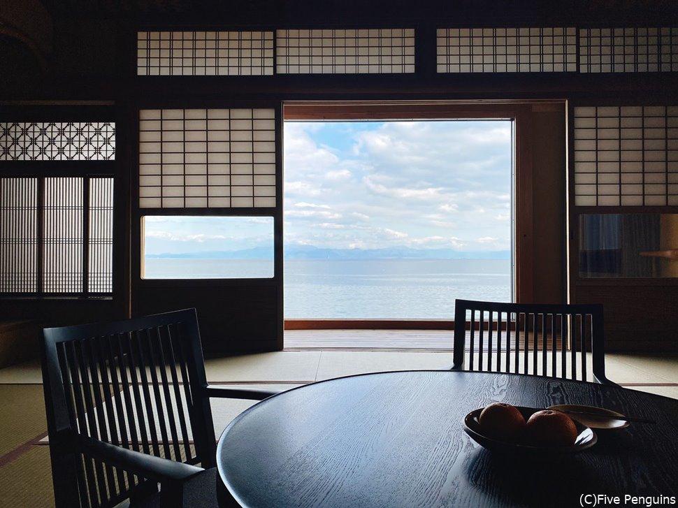 部屋からの眺めのすべてが琵琶湖という贅沢