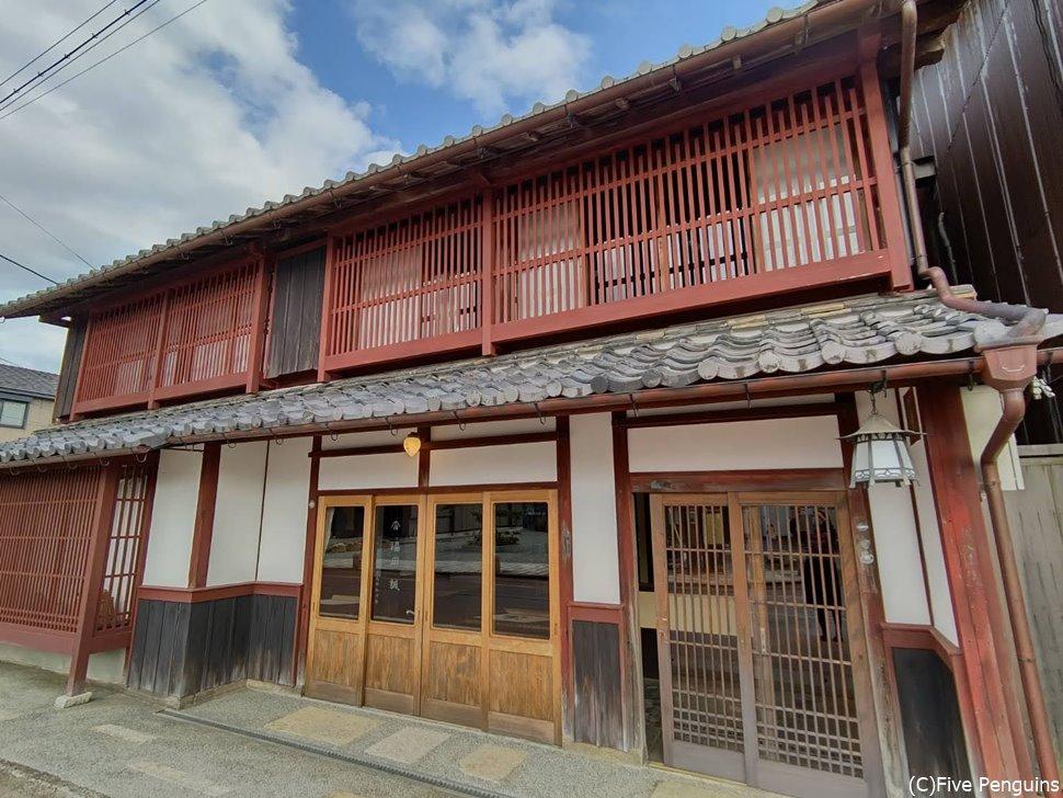 近江今津の町中にある明治時代からの旅籠屋だった建物