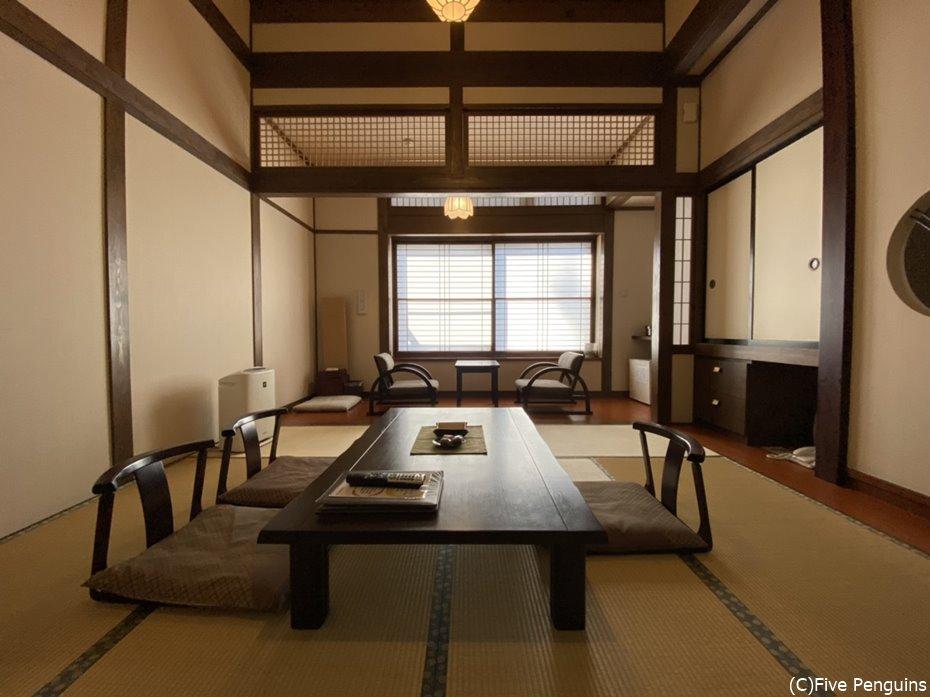 別館3階にある和室の客室、露天風呂や食事処も近い
