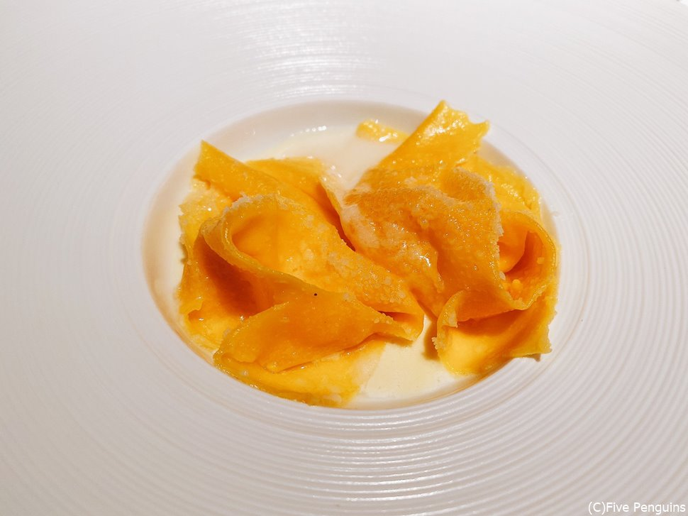 チーズラビオリ。熱々をひと口でいくのがラッセ流。