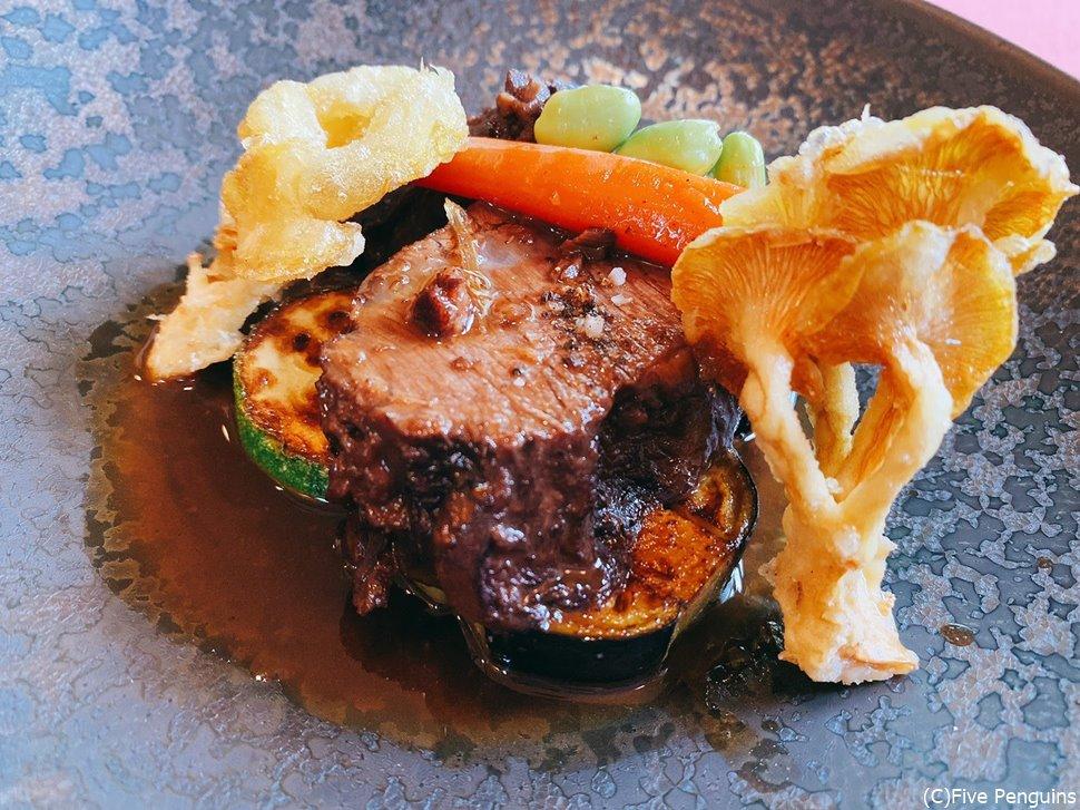 柔らかく調理されたお肉はボリューム満点