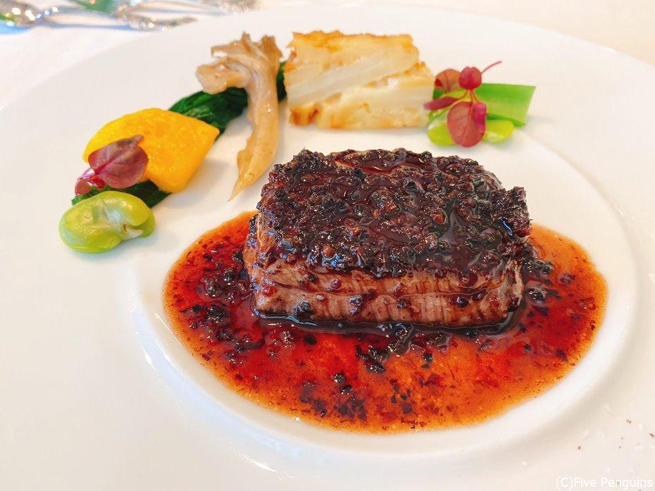 メインの仙台牛のフィレ肉。脂っこくなくて食べやすい