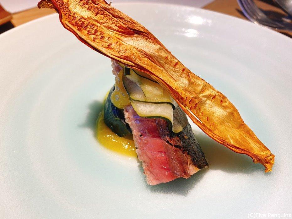 鯖とズッキーニの料理。甘夏が良いアクセント
