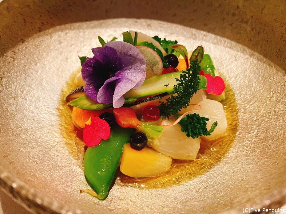 沢山の新鮮野菜をこれほど美しい1皿に仕上げるとは!
