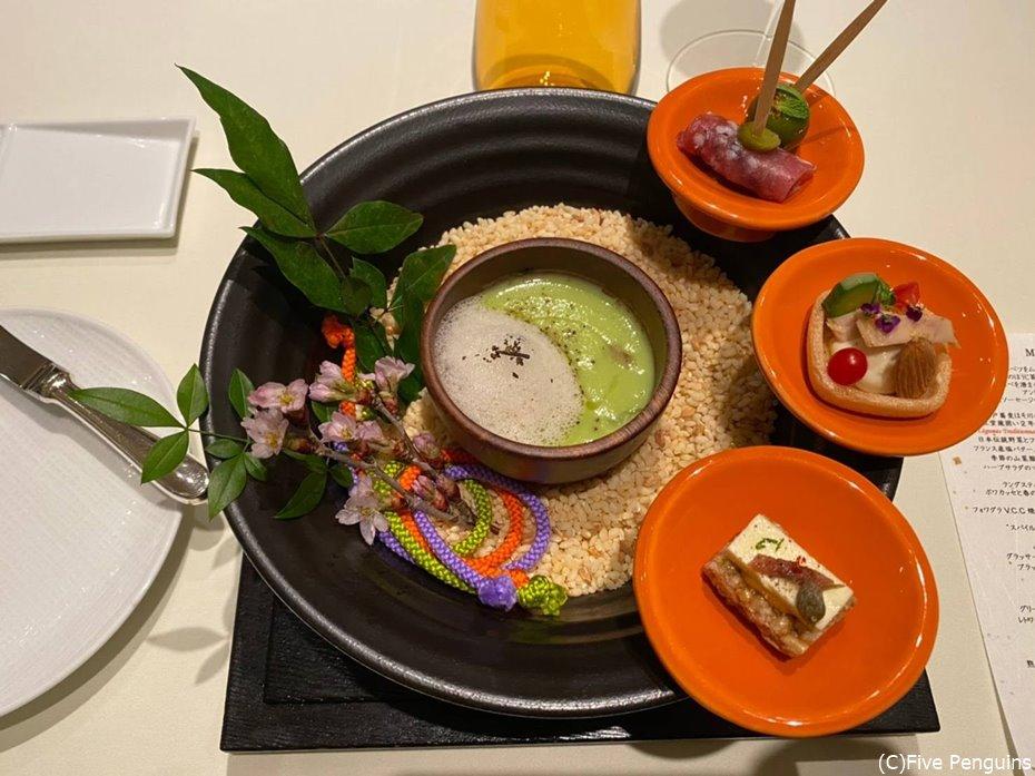 アミューズの盛り付けにも江戸文化の伝統的あしらいが