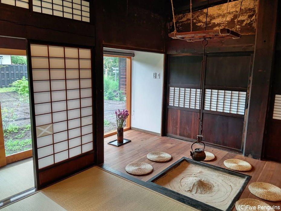 日本文化に造詣が深い外国人たちが関わっている