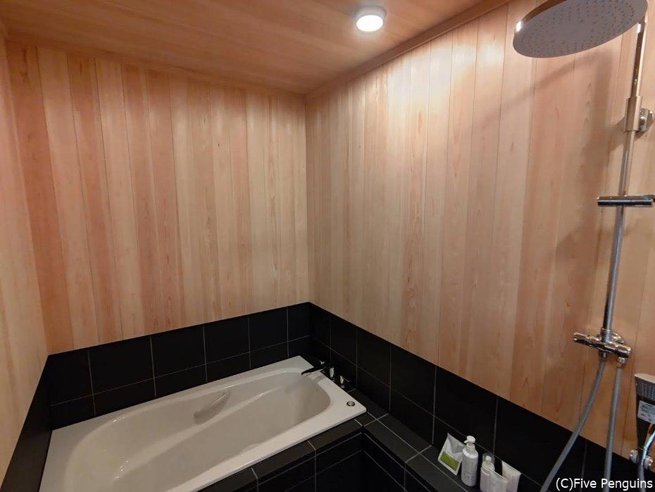 バスルームも最新の設備が整い清潔