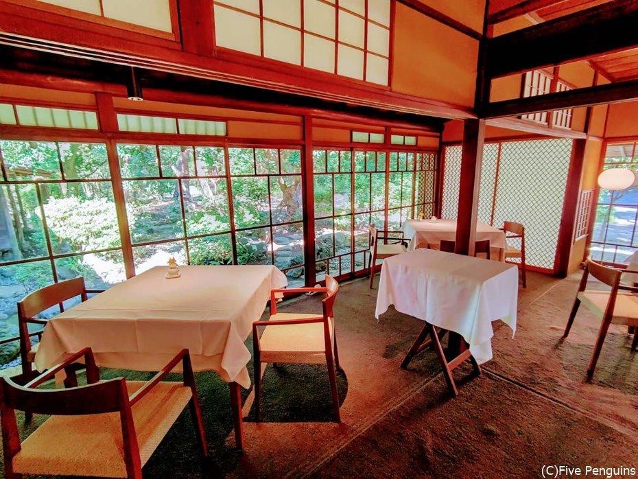 有形文化財である和館での食事は特別なひと時