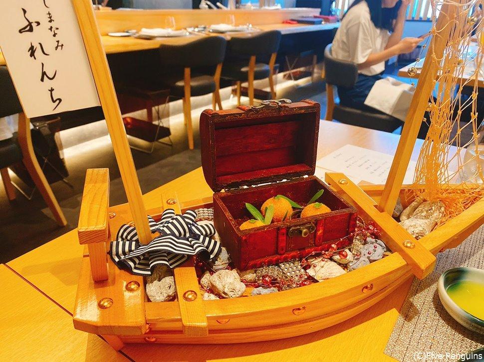 舟に乗ってやって来た「愛媛からの贈り物」