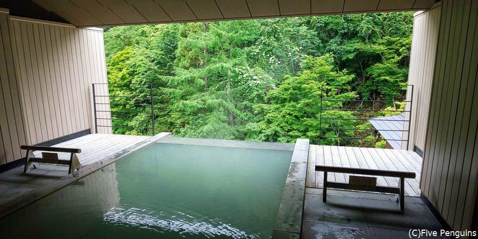 緑が溢れる眺めを楽しめる露天風呂も自慢