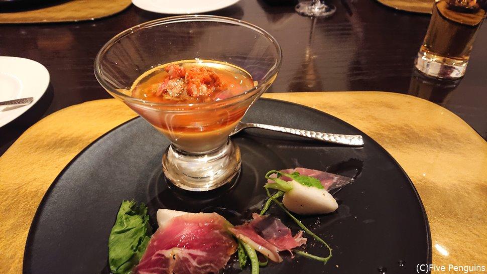 蕪のムースと香箱蟹。蕪と生ハムの前菜
