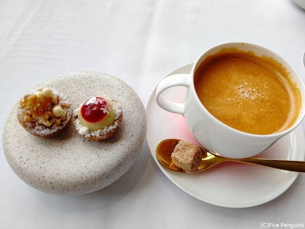 美味しいコーヒーでディナーを締めくくります