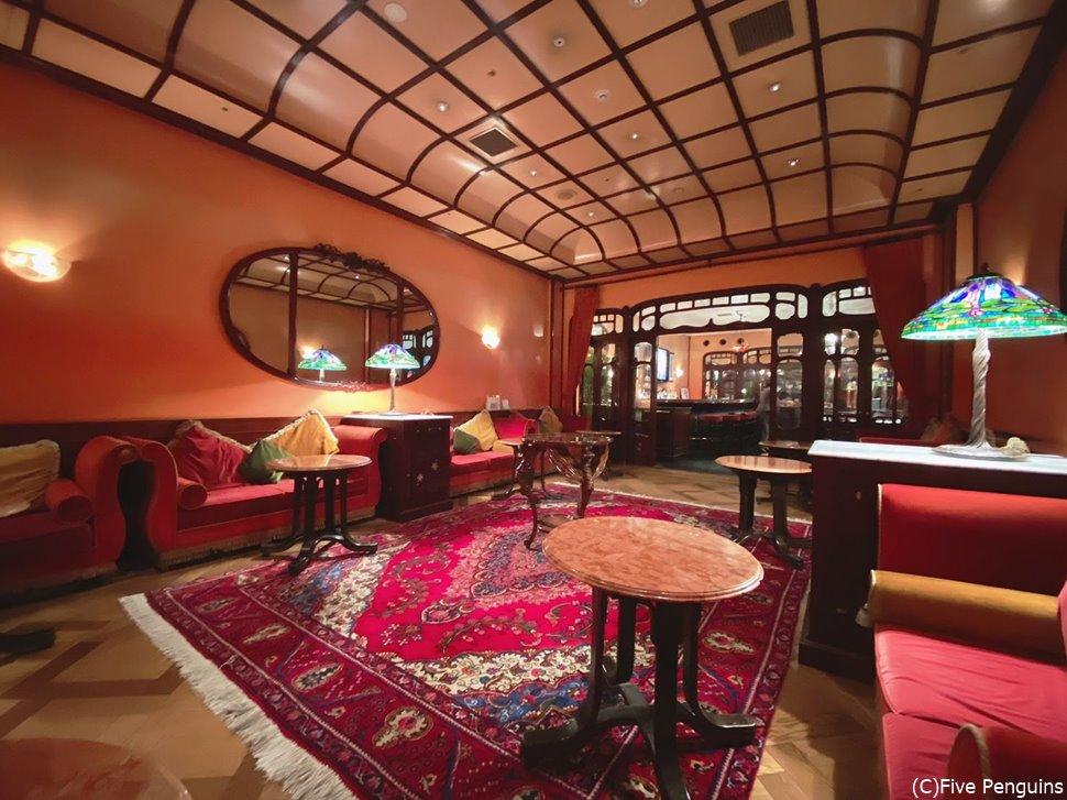 メゾンポールボキューズの豪華なウェイティングルーム