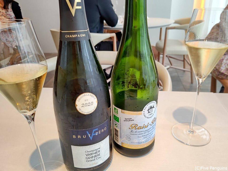 シャンパーニュとワインをグラスで頂きます