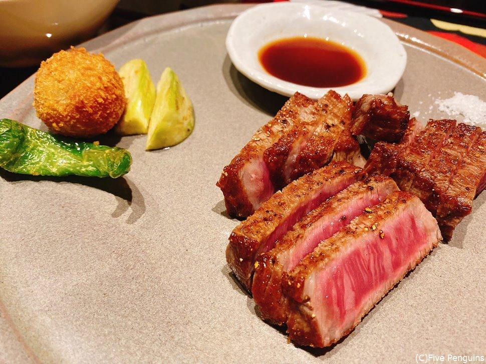 「近江牛赤身肉ステーキ」についている100gのお肉