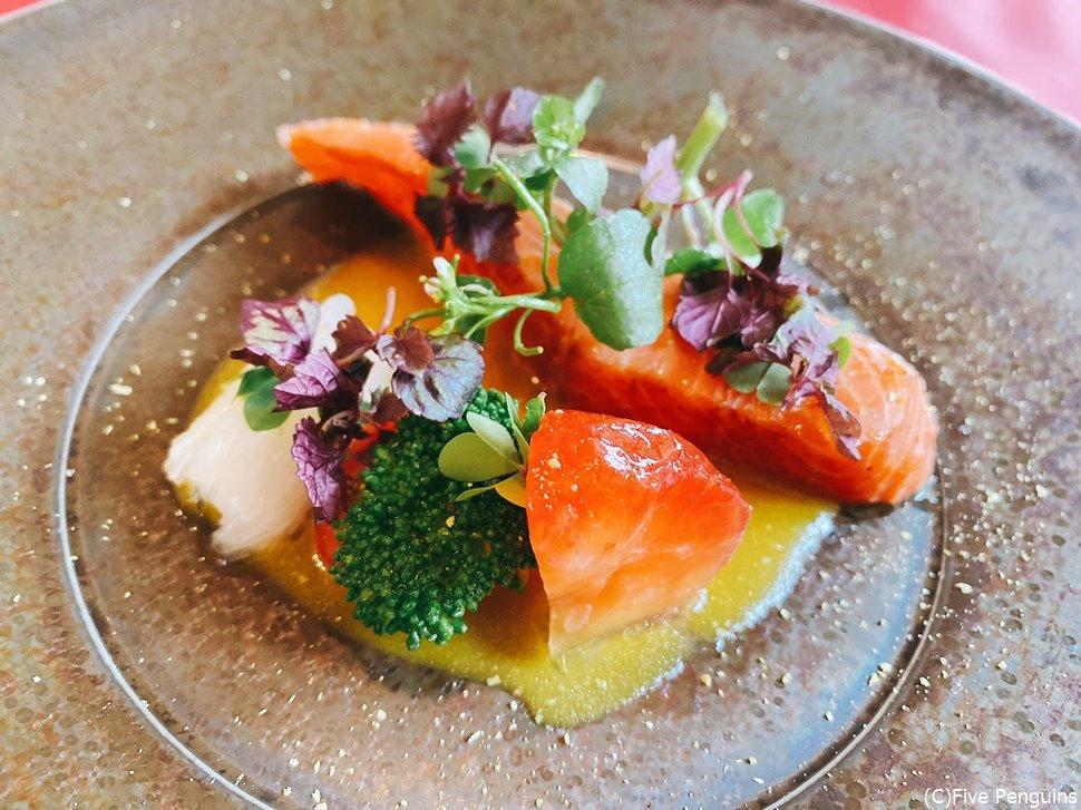 韮崎のキュイエットの前菜、マスの1品