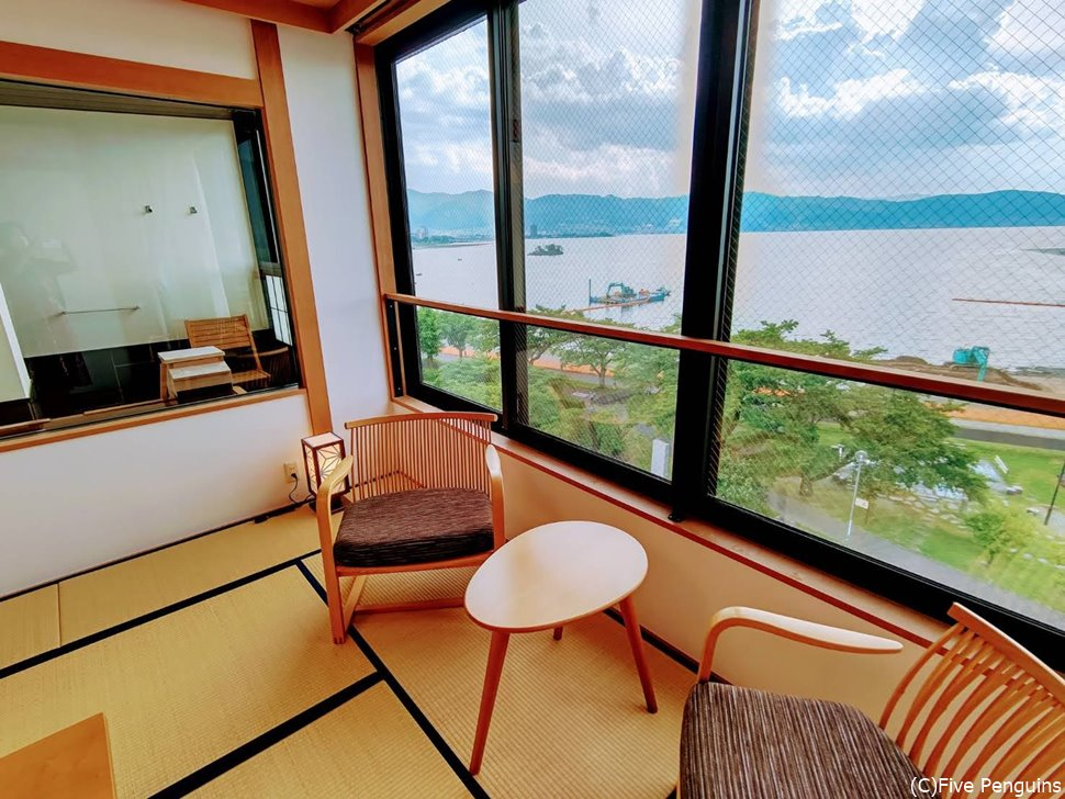 45㎡の桜草の部屋。すべての部屋が湖側