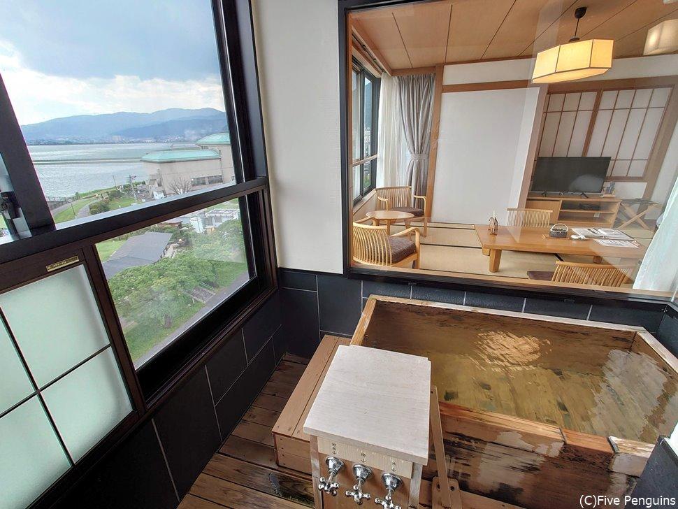 スタンダードタイプの室内露天風呂からの眺め