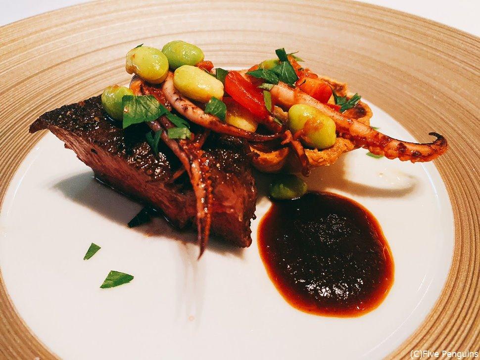 メインの肉にはイカゲソと枝豆という珍しい組み合わせ