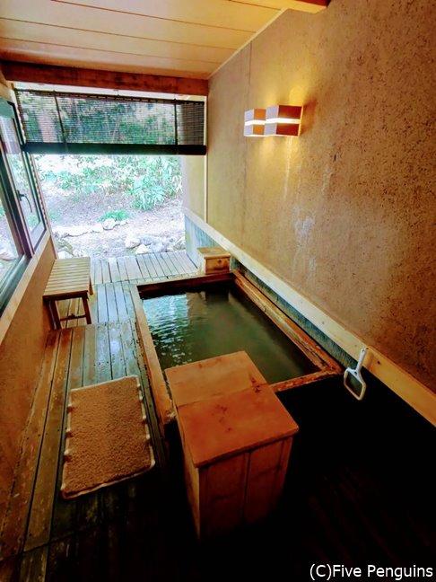 お部屋の露天風呂はなかなか風情がある