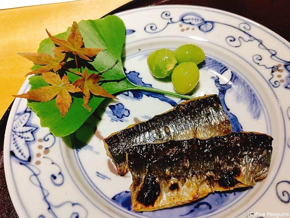 秋先取りの秋刀魚と銀杏