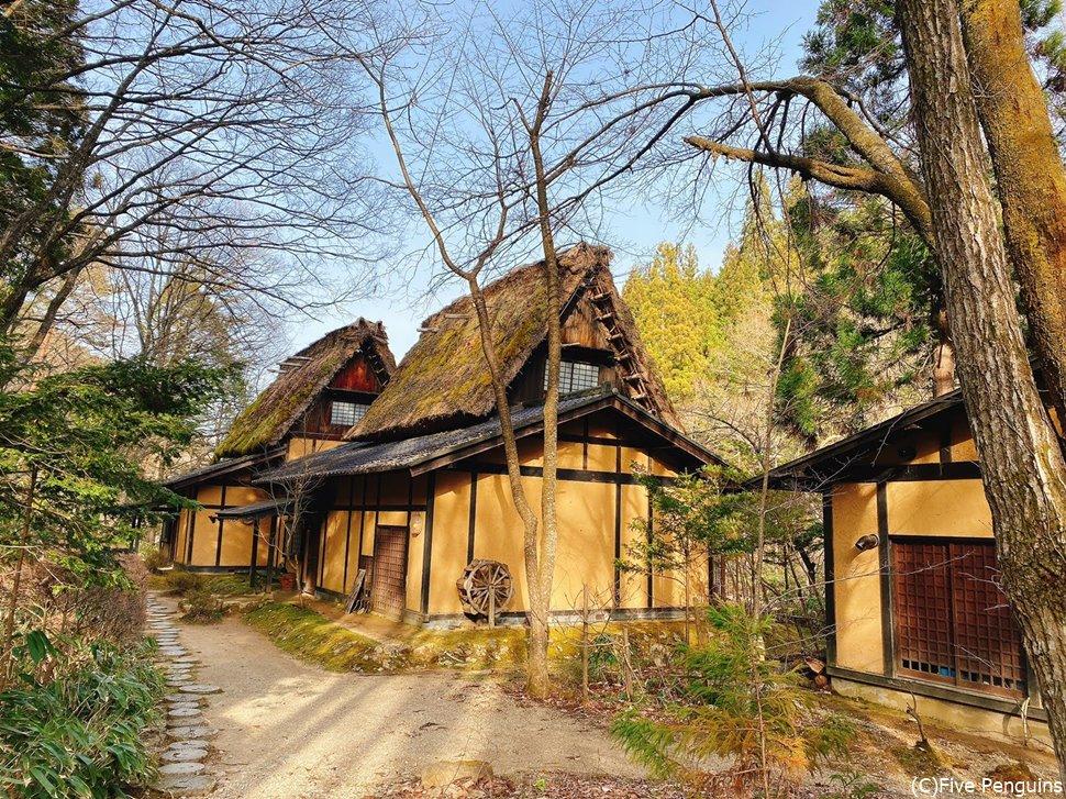 茅葺屋根の古民家宿は情緒満点