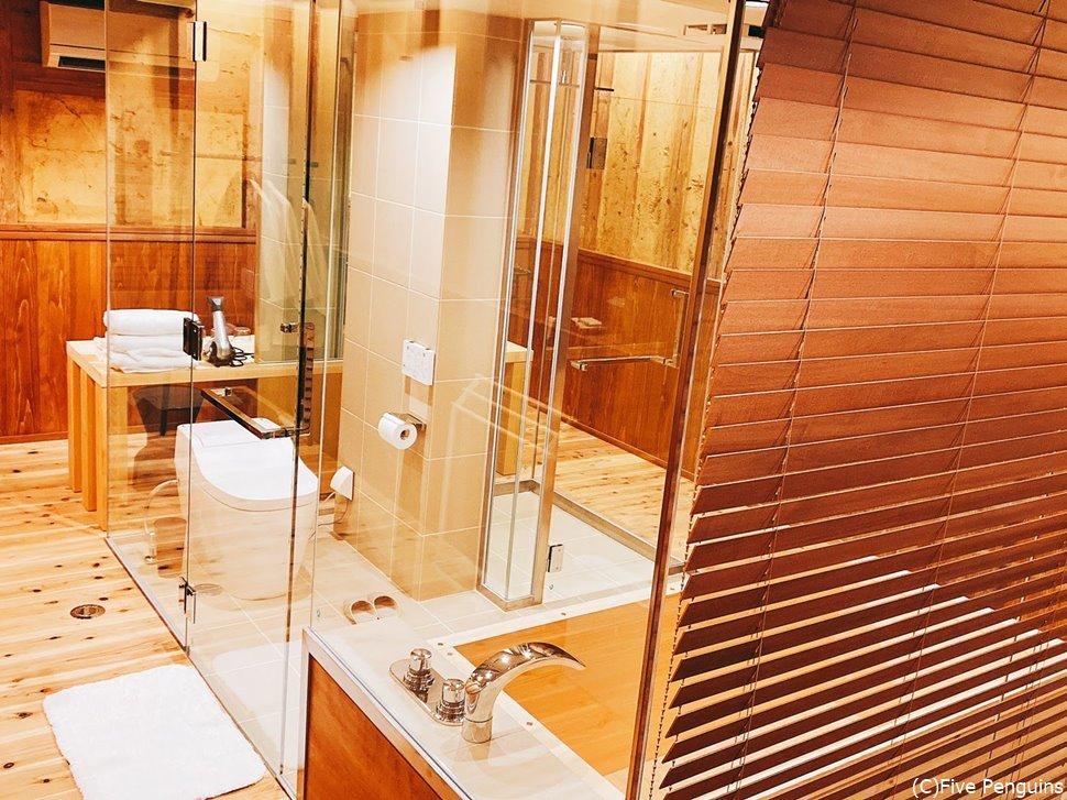 1階全部がカラス箱のバスルーム