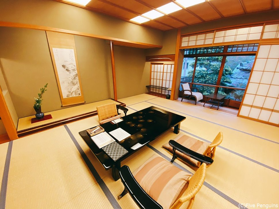 数寄屋造りの別邸的存在の「平田館」の広いお部屋