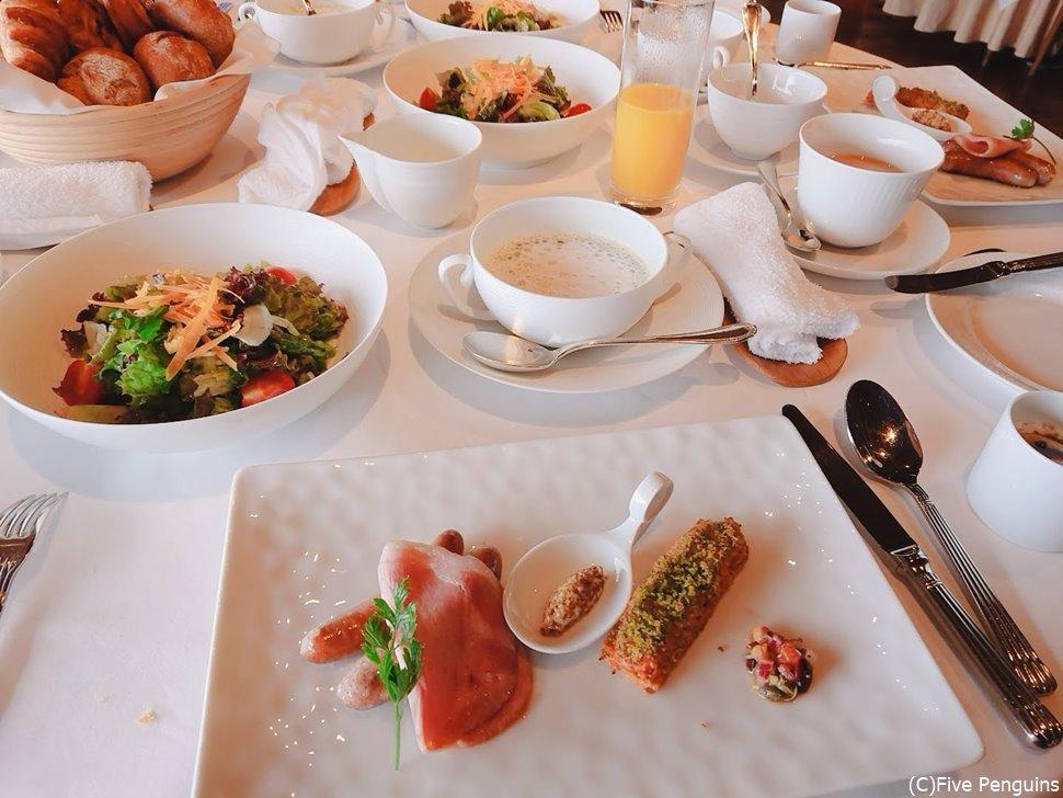 豪華な朝食もHIRAMATSUならでは