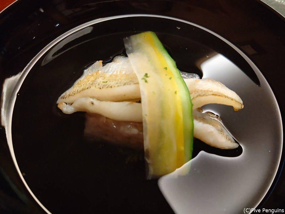 絶品の煮物碗はキスと蓮豆腐