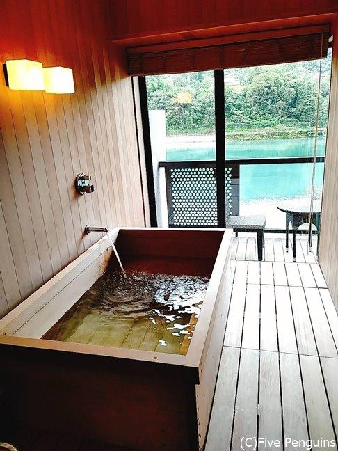 月の間にあるリバービューのお風呂