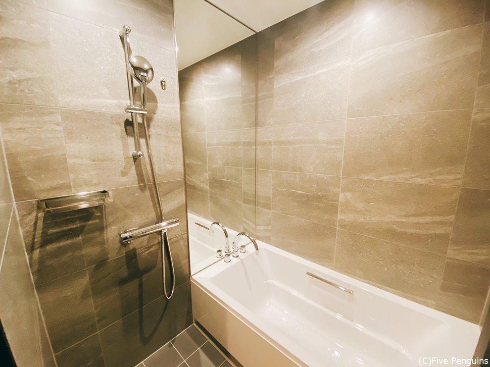 ちゃんとシャワーと浴槽が分かれている日本スタイルは有り難い!
