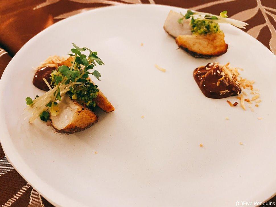 海老芋のチョコレートソース添え。組み合わせは面白いけど・・・