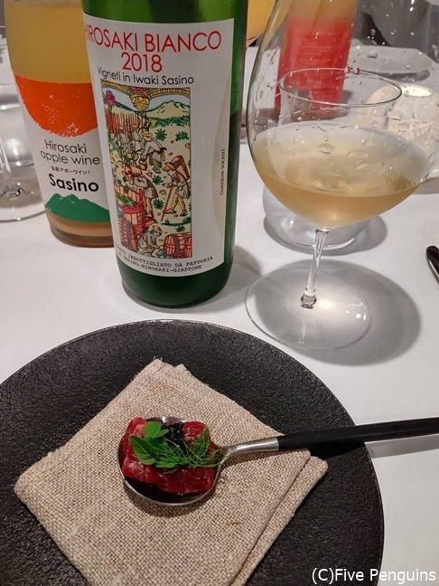 自家製ワインとアップルワインと一緒に頂くクジラのカルパッチョ