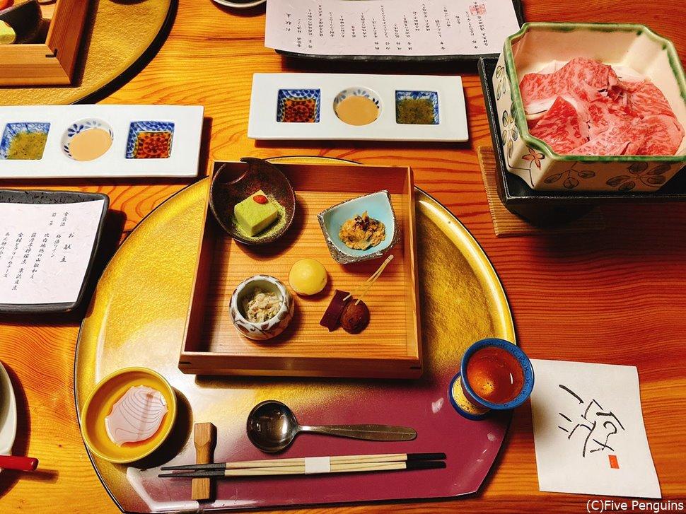 夕食はお食事処の個室にて 秋田牛の蒸籠蒸しは野菜も甘くて最高