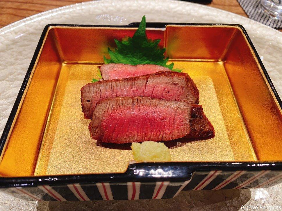 定番のヒレ肉は火入れが抜群で、山葵と一緒にいただくのが最高。