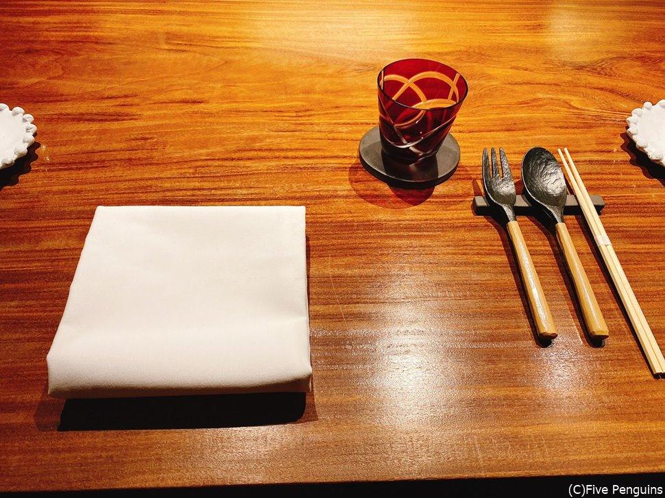 温かみのある食器が可愛らしい。お箸のセットも!