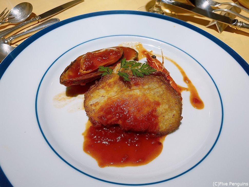 ランチコース「シュトゥルクリセット」のメイン魚介料理