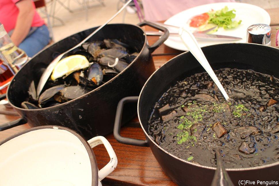 アドリア海沿岸部の定番!ムール貝の酒蒸しとイカ墨のリゾット
